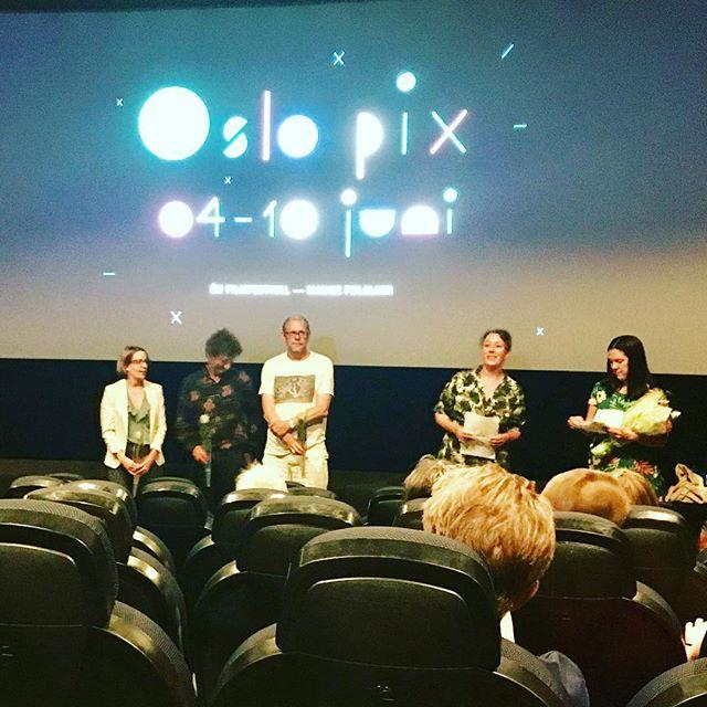 For en dag, Oslo-premiere på EXIT av Karen Winther og Sant og Usant. Dette er en film som kan redde liv. Snurr film @oslo_pix  #santogusant