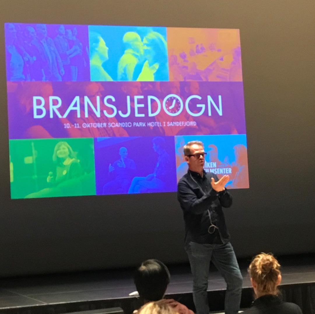 Anders Tangen er siste mann på scenen på årets Bransjedøgn og deler generøst av sin enorme erfaring som showrunner for blant annet Magnus, Dag, Vikingane og Lillyhammer😀  #vikenfilmsenter #bransjedøgn