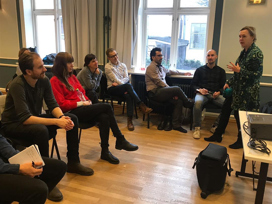 Besøk av fantastiske Margareta Warja fra Stockhom på Fortellerkunstprogrammet i dag. Om musikk, psykologi og musikkens byggestener. For en fredag! God helg 😊  #fortellerkunst #fortellerglede #musikk  #manusutvikling #dokumentar #vikenfilmsenter #manusarbeid