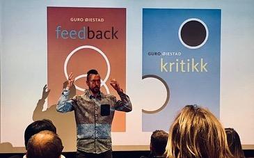 Bygg tilbakemeldingskultur – gjør feedback til en vane! Like før 17. mai fokuserte vi på tilbakemeldingskultur en hel kveld. Vi var samlet på Oslo 16 og fikk mange gode tips fra Jonas Aakre. Takk til alle som deltok og bidro med egne erfaringer og gode råd 👍 Verkstedet ble fort fulltegnet og godt mottatt, så vi ønsker å arrangere en ny feedback kveld snart. I mellomtiden kan dere som ikke var der lese om noe av det vi var innom nettsiden vår, og kanskje snappe opp et tips eller to😊 (link i bio) . . . . . . . . .  #norskefilmskapere  #film  #dokumentar  #kortfilm  #vikenfilmsenter  #produsent  #regi  #tilbakemeldingskultur
