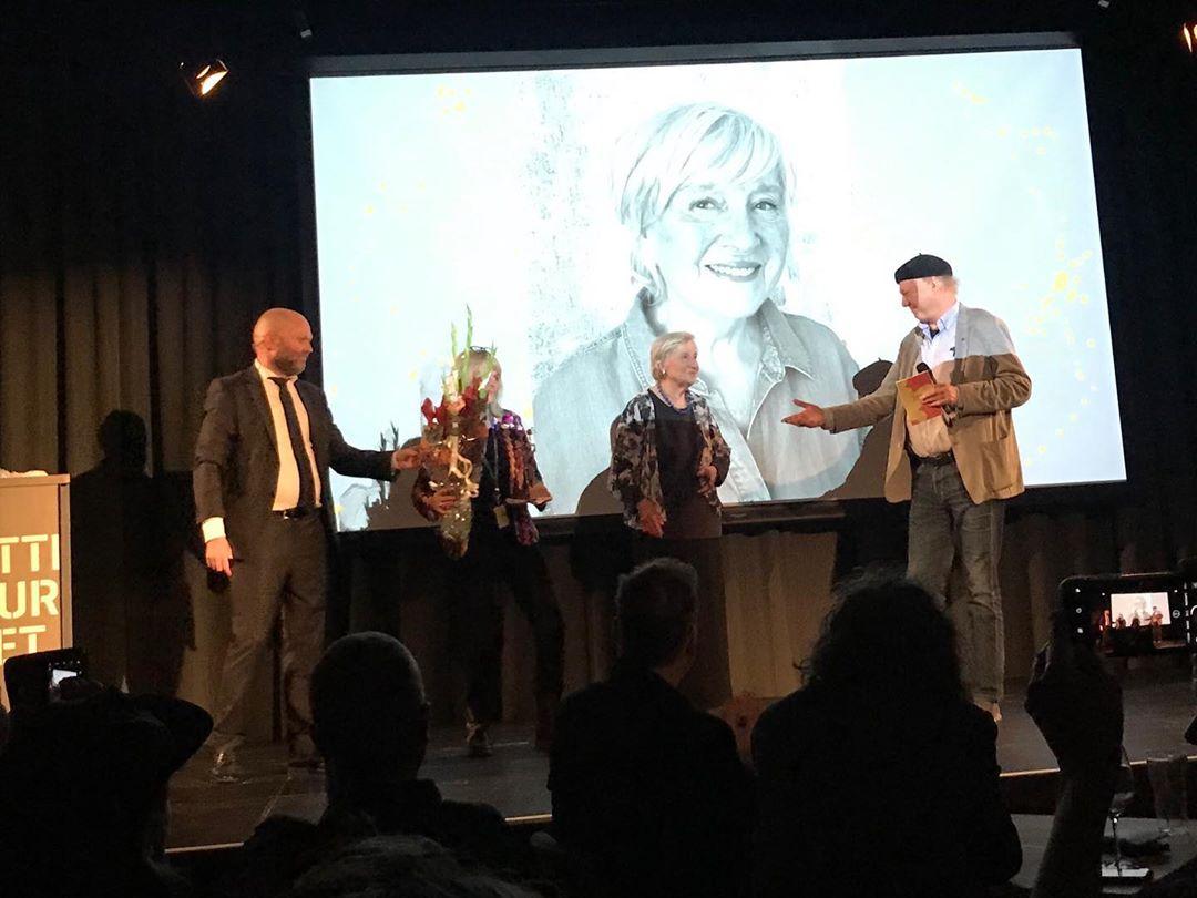 Den 25 versonen av animasjonsfestivalen i Fredrikstad er nå offisielt åpnet av festivalsjef Anders Narverud Moen og Vikens fylkesråd for kultur og integrering, Camilla Eidsvold.  Årets æresgjest Anne Tystad Aronsen ble hedret sammen med de andre bidragsyterne til årets festivalprogram.  Nå er det bare å glede seg til fortsettelsen ⭐️⭐️⭐️ . . . #vikenfilmsenter #faf2019 #animasjon @animfest @litthusfred #viken