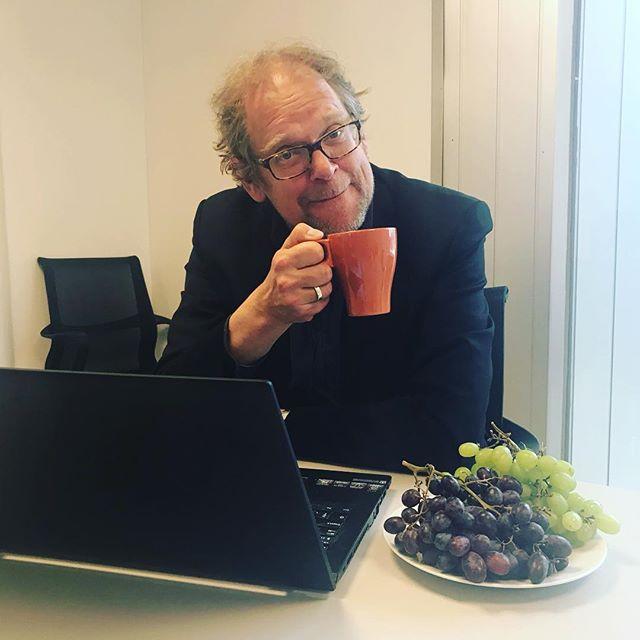 Filmkonsulent Kalle møter søkere før fristen for neste tilskuddsrunde 11. april. Nytraktet kaffe og druer til nestemann eller kvinne som har booket møte😉