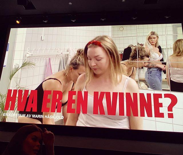 Gratulerer, Marin Håskjold og @alternativetproduksjon med 'Away from keyboard'-premieren til «Hva er en kvinne?», en film Viken filmsenter er glad for å ha gitt tilskudd til 🎂🥂💃🏻🕺