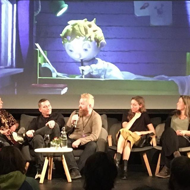 Rekordhøy deltakelse på årets animasjonsfestival i Fredrikstad. Her fra «meet the filmmakers» med Robert Depuis som fikk med seg en Golden Gunnar hjem for den vikenstøttede filmen «Julenissens fall» Gratulerer😊 @animfest #barnefilm #barnejury #vikenfilmsenter #julenissensfall #catapult