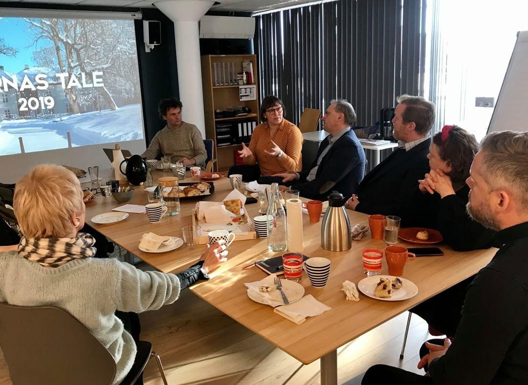 Storfint lunsjbesøk fra Viken fylkeskommune i går :D  Vi gleder oss til flere engasjerende samtaler med fylkesråd for kultur og mangfold, Camilla Eidsvold, avdelingssjef for kunst og kultur, Jon Endre Røed Olsen, og avdelingssjef for  frivillighet, friluftsliv, idrett og integrering, Rune Winum i tiden fremover.  @viken_fylkeskommune  @viken_fylke  #vikenfylkeskommune #vikenfilmsenter #vikenung