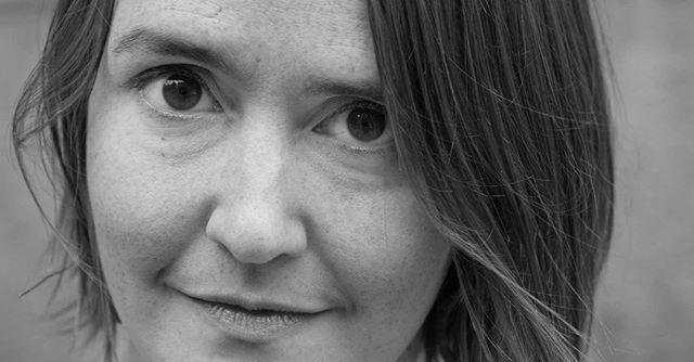 TILBAKE TIL FREMTIDEN – webinar med Johanna Koljonen  Førskommende onsdag 3. juni kl. 15 er det duket for siste webinar i vårens satsning på publikumsarbeid i Koronatider.  Forfatteren av Nordic Film Markets årlige Nostradamus-rapport, Johanna Koljonen, tenker høyt om filmbransjens fremtid. Forandringsprosesser igansatt, mulighetsrom for endringer og makrotrender vi bør følge med på de neste årene står på dagsordenen.  Seminaret holdes på svensk via Crowdcast. Registrer deg via nettsidene våre, eller via lenken nedenfor i forkant for å motta visningslenke til webinaret:  https://www.crowdcast.io/e/tilbake-til-fremtiden  Om Johnna Koljonen:  Johanna Koljonen (CEO, Participation Design Agency) er medieanalytiker, forfatter og opplevelsesdesigner. Hun er forfatter av Nordic Film Markets årlige Nostradamus-rapport og sitter i styret til Svenska Filminstitutet.  Hun foreleser internasjonalt om film- og TV-bransjens fremtid og om design av narrative spil og opplevelser. Tidligere var hun deleier i Rundfunk Media, som produserer radio och TV for svensk allmennkringkastning. I 2011 mottok hun Stora Journalistpriset i kategorien «Årets förnyare». Hennes seneste bok er Larp Design: Creating Role-Play Experiences.  #vikenfilmsenter #regissør #produsent #filmbransjen #norskfilm #norskfilminstitutt #johannakoljonen #publikumsarbeid